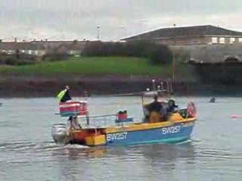 Oilwind kingfisher sport doovi for Fast fishing boats