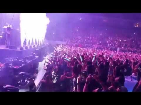 The Chainsmokers - Closer   LIVE in Manila 2016