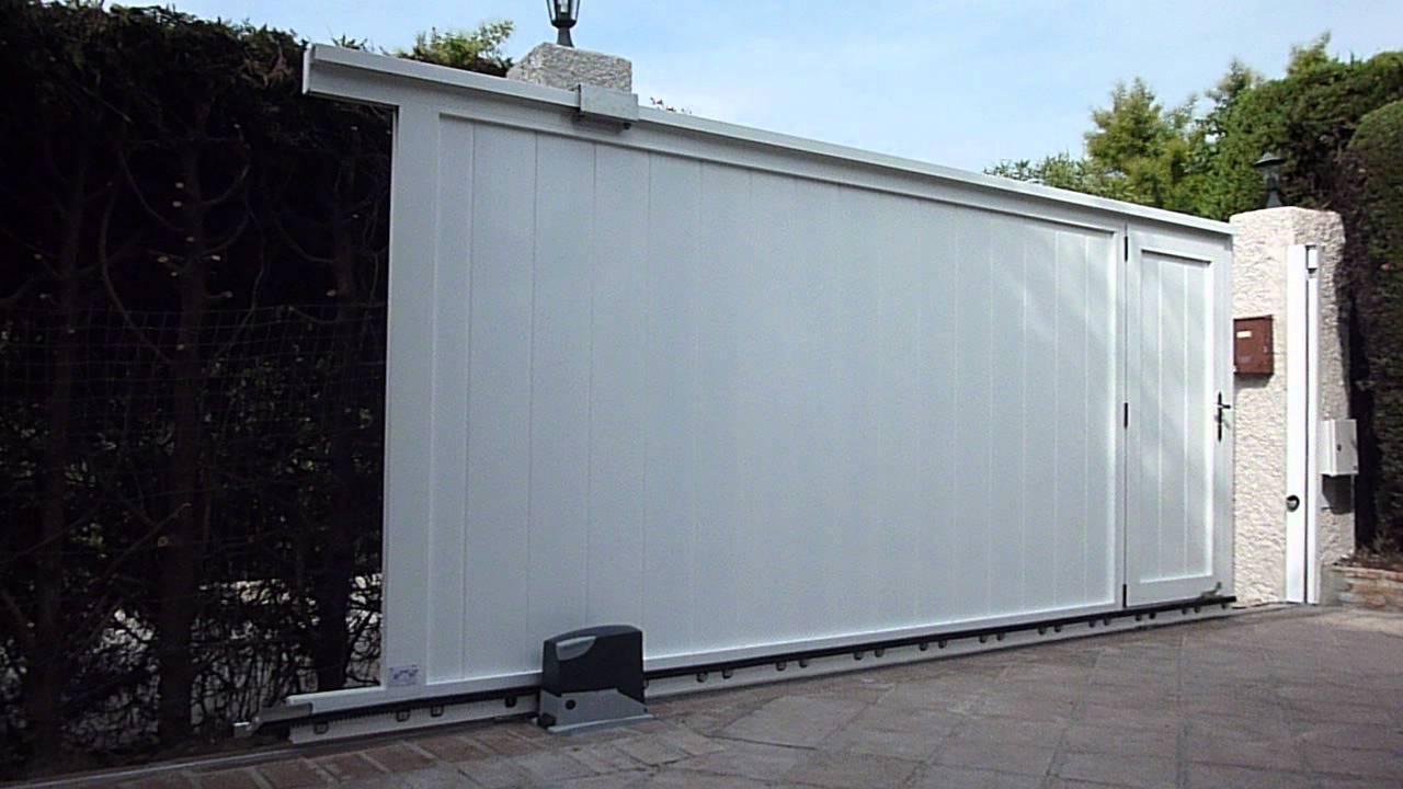 Puerta corredera de aluminio silenciosa youtube for Puerta corredera exterior jardin
