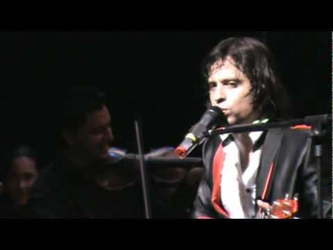Ver Video de Servando y Florentino Servando y Florentino - Ya te consegui - VIP Teatro Teresa Carreño 2011
