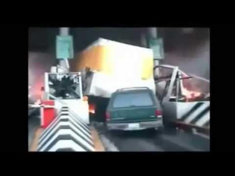 Tổng hợp những tai nạn xe hơi khủng khiếp nhất trên thế giới
