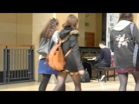 Street Piano in Cambridge, UK, April 2017 街拍英国街头钢琴 Cambridge李劲锋 旁若无人