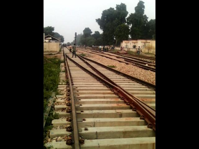 BROAD GAUGE TRAIL AT BAREILLY KASGANJ MG RAIL LINE