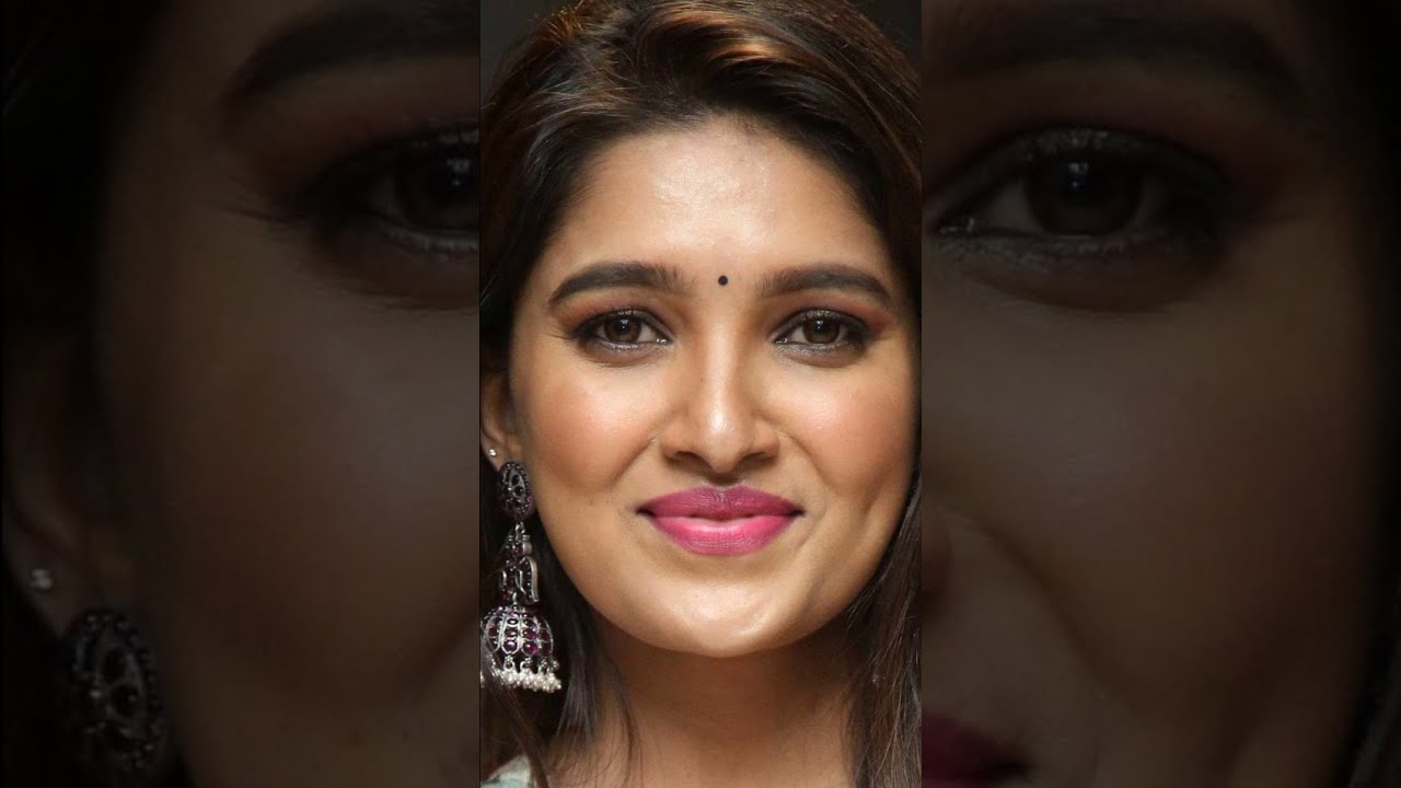 Download Vani Bhojan   Vertical   Face   Closeup   Silent Show