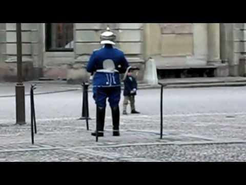 Guard plays with a kid [HQ]