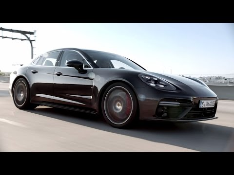 The new Panamera. Courage changes everything.