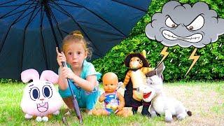 Nastya نتظاهر اللعب مع ألعاب مضحكة تحت المطر فيديو للأطفال
