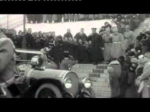 Keisari Nikolai II saapuu Helsingin asemalle.