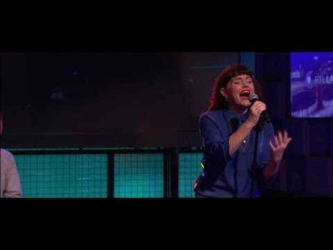 Jennie Lena zingt 'Als het jou overkomt'  - RTL LATE NIGHT