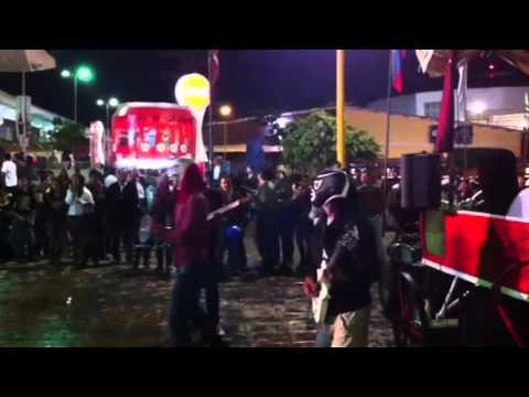 Feria leon grupo de rock enmascarados