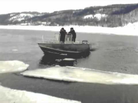 Вельбот-51 на льду