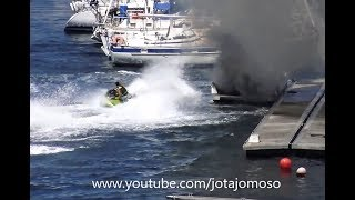 Jet ski extinguishes boat fire / Moto de água apaga incendio em barco