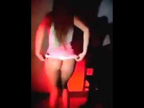 y chica colombiana bailando discoteca en hilo