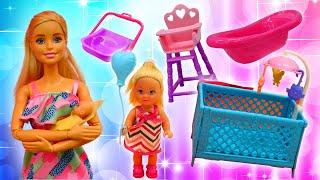 Barbie ve Sevcan ile kız oyunları.  Steffie yeni doğmuş bebek için alışverişe gidiyor