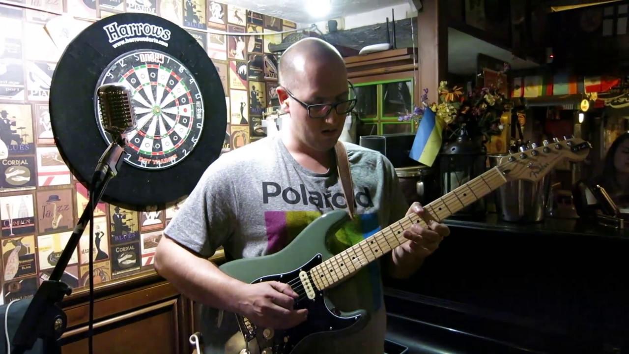 Another Brick In The Wall на 21 акустической гитаре. Магазин .