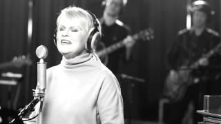 Katri Helena - Kaiken Taa (Studio live)