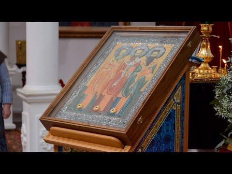 В храм Святого праведного Иоанна Кронштадтского прибыли святыни из Элистинской епархии.