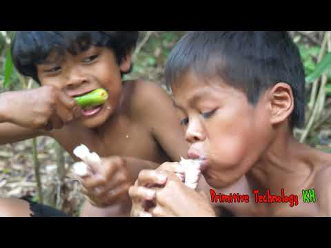 Primitive Technology – Eating delicious – Smart boy cooking Big octopus
