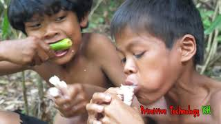 Primitive Technology - Eating delicious - Smart boy cooking Big octopus
