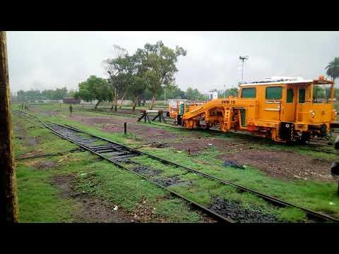Rain in train Millat Express// Lovely weather// Faisalabad// Passengers waiting for Train in Rain