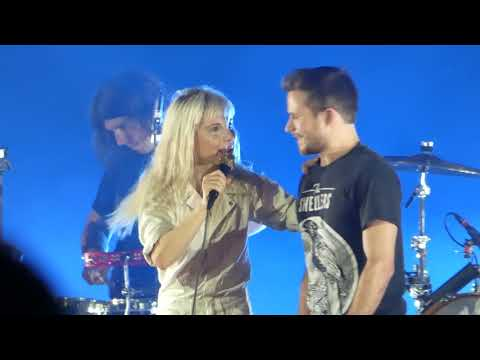 Paramore feat. Mark - Misery Business - Akron