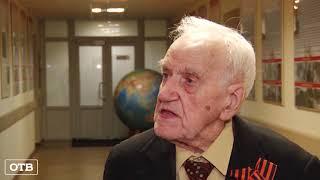 98 лет на связи: ветеран-радиотелеграфист встретился с уральскими военными