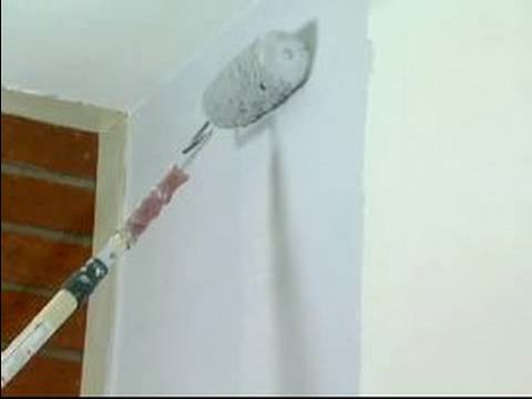 How to Paint a Living Room : Rolling the Walls to Paint a Living ...