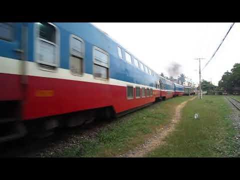 [22/1/2011] D9E-208 kéo SPT2 rời ga Sài Gòn
