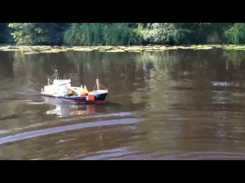 breeveertien RC bouy-laying vessel and Some waves slommotion