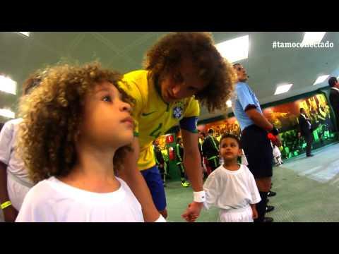 "David Luiz realiza o sonho do ""Mini David Luiz"""