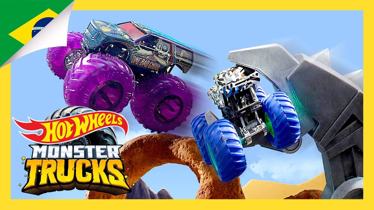Monster Trucks derrubam a BESTA ROBÔ!   Ilha dos Monster Trucks   Hot Wheels Português