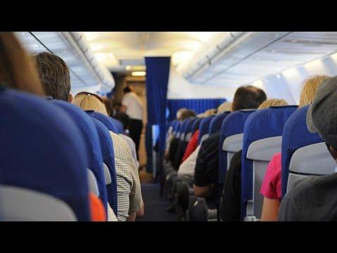 شاهد: حالة من الهلع الشديد تصيب ركاب طائرة جراء مطبات هوائية…  - نشر قبل 3 ساعة