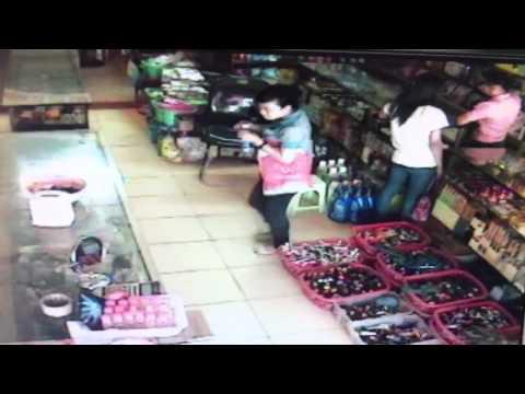 Kẻ trộm điện thoại trắng trợn