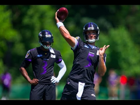 Baltimore Ravens QBs Lamar Jackson, Joe Flacco and others throw during practice drills