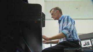Homeless Sarasota piano player completes rehab