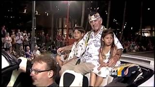 Waikiki parade spreads holiday cheer