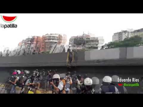 #22may GNB acorrala a médicos en la Autopista Francisco Fajardo