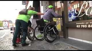 Anja in een rolstoel