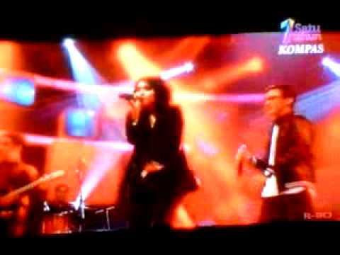 Love On Top by HiVi! Live at Showcase KompasTV