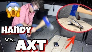 Axt vs. Handy - Experiment !! 😮 💥 /Julienco
