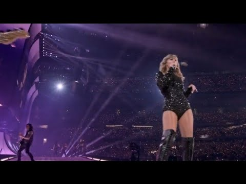 Taylor Swift - Love Story (Live Reputation Stadium Tour )