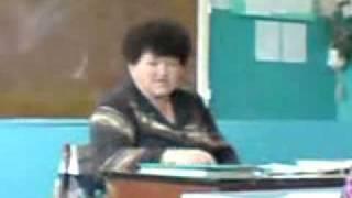 Училка читает реп на уроке