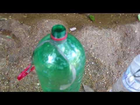 Utilizando o Hipoclorito de sódio (Cloro líquido) para tratar água.