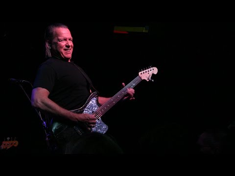 ''RIGHT AS RAIN'' - TOMMY CASTRO @ Callahan's, March 2018  (best version)