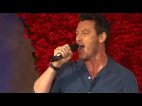 Luke Evans Singing Compilation (3) en streaming