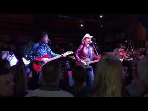 Country Roads (John Denver cover Live) - Brad Paisley and John Fogerty