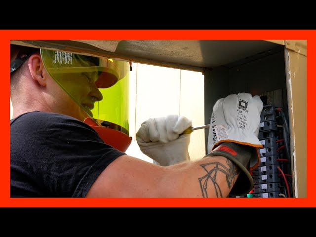 How To Work on LIVE CIRCUITS - Replacing Circuit Breakers in Old ZINSCO Panel