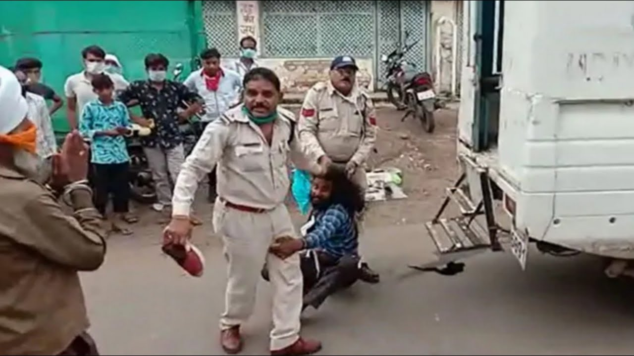 मध्य प्रदेश पुलिस की बर्बरता : सिख व्यक्ति को बाल पकड़कर घसीटा, सरेआम की पिटाई