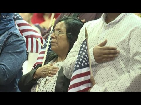 Hundreds become US citizens in Phoenix naturalization ceremony