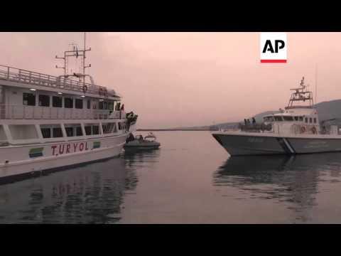 Greece - Protestors delay Lesbos migrant return | Editor's Pick | 08 Apr 16
